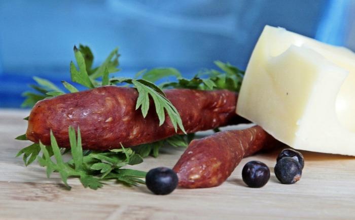 sausage-362745_1280