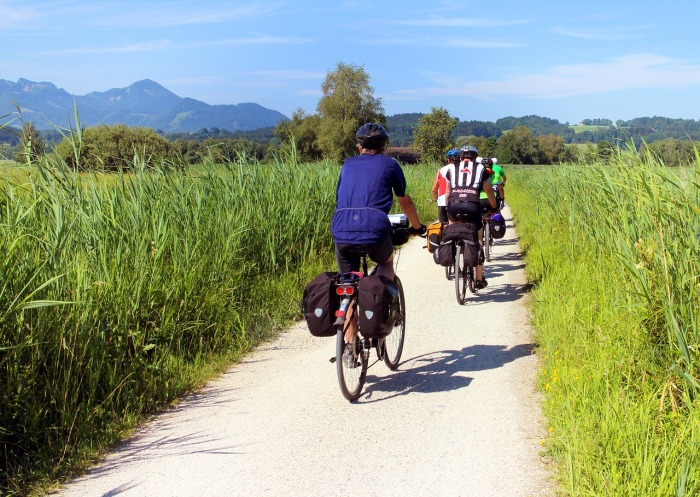 cyclists-847896_1280