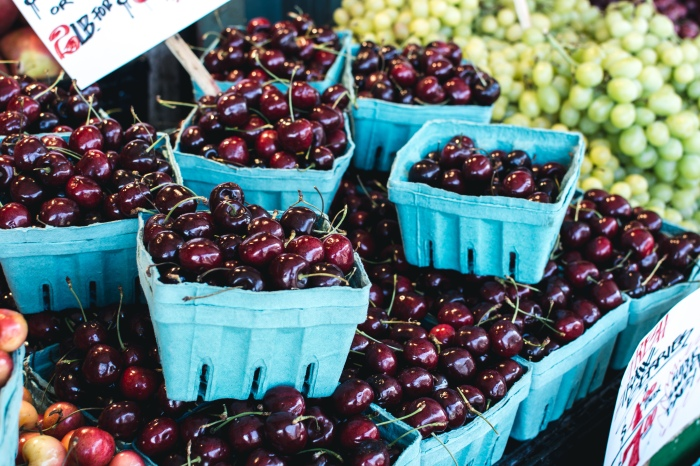 foodiesfeed.com_dark-red-cherries-market
